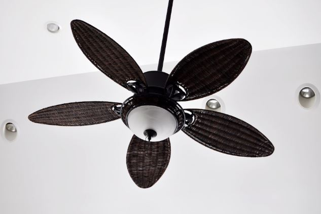 The easy wag to clean fan blades